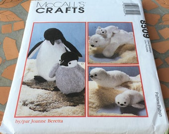 McCall's  Craft Sewing Pattern 8509 Mothers And Babies Seal Penguin Polar Bear Zoo Ocean Animals   New Uncut FF Plush Stuffy Uncut New FF