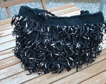 handbag in bronze or black or beige knit with fringe