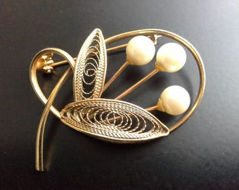 Vintage Gold Tone & Pearl Modernist Floral Brooch Filigree Leaves