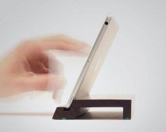Cooki | Ständer für das iPad mini 1-4 | Massives Walnussholz
