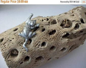 ON SALE Vintage Silver Tone Cat Metal Stick Pin 63017