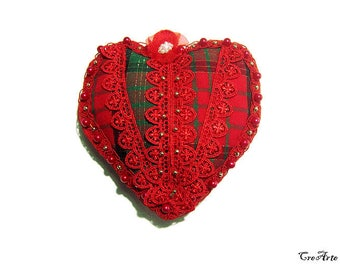 Christmas fabric heart with lace and pearls, Handmade Christmas heart, Cuore imbottito per Natale