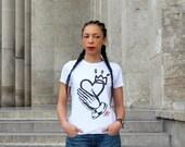 """EDITION LIMITÉE t-shirt Femme """"Pray for Me""""  (coloris : Noir et Blanc) design Mad Lili"""