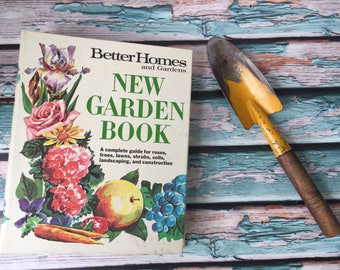Better Homes and Gardens New Garden Book Guide for Roses, Trees, Shrubs, etc. Meredith Press Binder Book