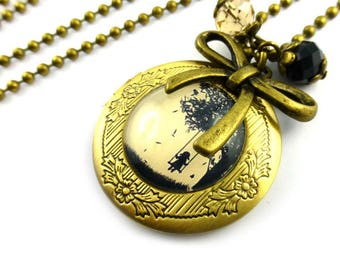 Retro necklace Locket / romantic pictures, little girl on the swing Locket