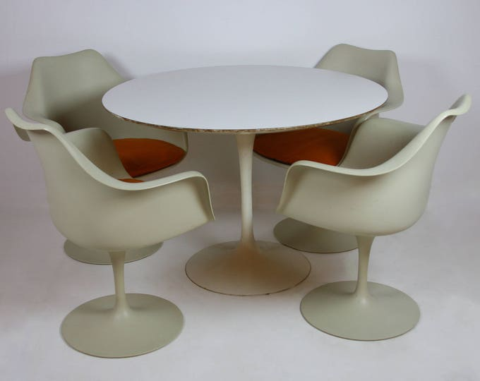 Authentic Mid Century Modern SAARINEN for KNOLL TULIP Dining Table and Arm Chairs
