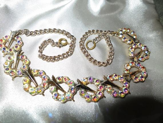 Lovely vintage gold metal aurora borealis rhinestone necklace