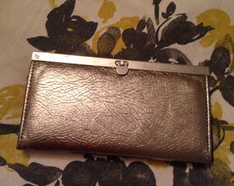 Silver midcentury modern clutch with batious pocket organizers