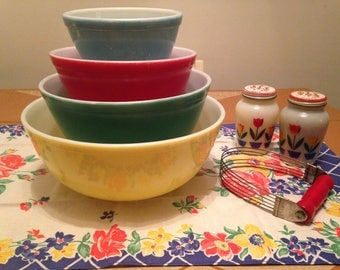 Complete Set of 4 Vintage Pyrex Primary Color Mixing Bowls / 400 Series Color Bowls (S1)