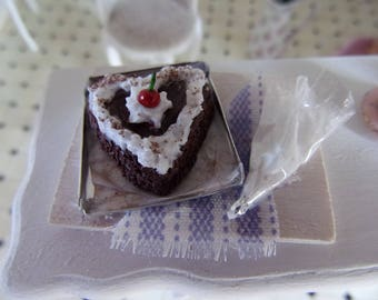 scene cake miniature chocolate heart cream and cherry with mold Board cloth pin 1/12 scale Dolls House 1:12