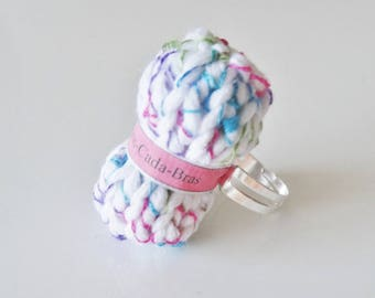 Ring ball of white multicolor yarn - (customizable to the name of your choice) Adjustable ring