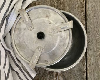 VINTAGE PUDDING BOWL/ vintage bakeware/ vintage kitchenware/ food styling prop/ rustic styling/ farmhouse kitchen