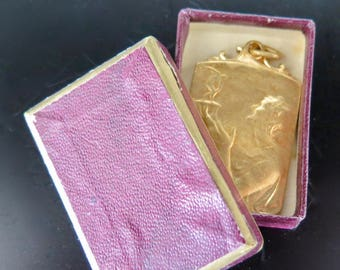 Le Soir Art Nouveau Golden Medal with a Woman Holding a Small Man in Her Hands in Original Box Woman with Discobolus Sports Athletics