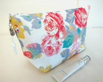 Floral makeup bag, rustic floral makeup bag, roses makeup bag, floral cosmetic bag, roses toiletry bag, floral zipper pouch, gift for her