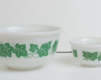 """Vintage White Glass with Green Ivy Hazel Atlas Nesting Bowls 8"""" and 4.75"""""""