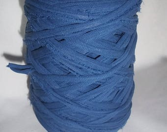 1 roll of trapilho denim blue, 800 g to 9 hook. REF E.054