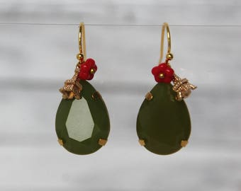 Earrings with bow and acrylic bochon, gold color