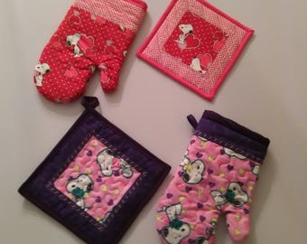 Quilted Snoopy Hot Pad Set of 1 Oven Glove and 1 Matching Pot Holder