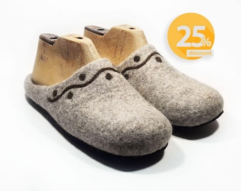 Womens felt wool Slippers Handmade home felt shoes Beige warm slippers House Women felted wool slippers - felt slippers - House women shoes
