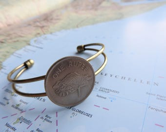 Seychelles coin cuff bracelet - made of an original coin from Seychellen - shell - Island - wanderlust gift - travellife
