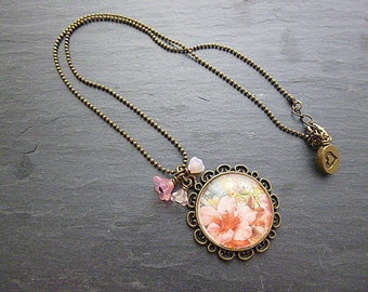 Necklace vintage style flowers and chain