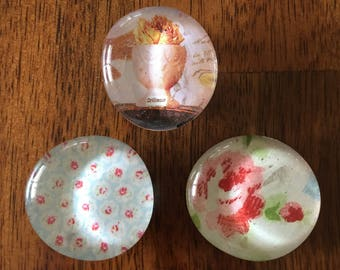 Shabby Chic: Set of three glass magnets
