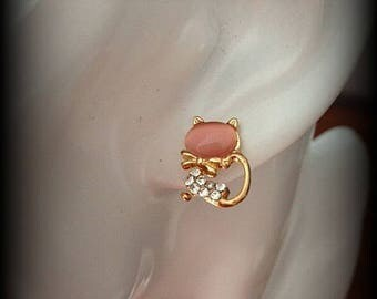 """Little cat Pink mother of Pearl and rhinestone"" earrings"