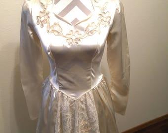 Vintage cream wedding dress with train