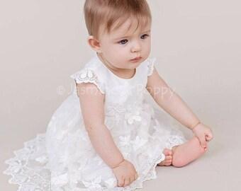 Bébé robe de baptême, robe de baptême soie, robe de baptême de bébé, papillon dentelle robe de bébé, cap manches robe de bébé, robe avec des papillons