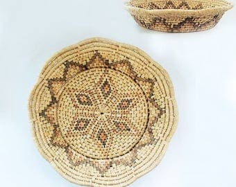 Wide and Shallow Basket with Scalloped Edge and Starburst Pattern, Vintage Basketry