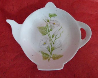 Rest tea bags / delicate pattern hand painted porcelain rest spoon convolvuli