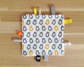 Doudou labels, penguins, yellow and gray