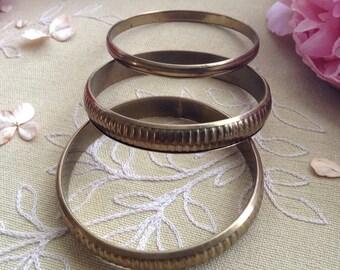 Vintage Set of 3 Brass Bangles, 3 Various Bangles, Boho Style, Textured Brass Bangles, Brass Jewelry, Sleek Brass Bangle