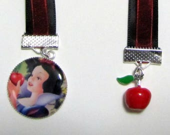 Bookmarks Snowwhite, Ribbon and colorful metal charm