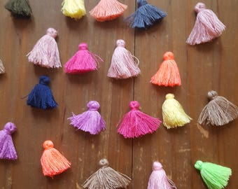 Mixed with 5 small pom poms 2cm