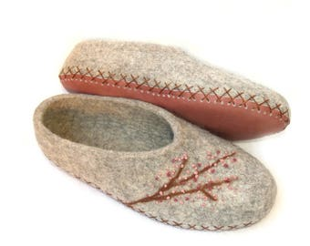 Sale Felted womens grey slippers with flowers. Organic wool house shoes. Size 10