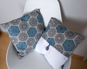 Pillow cover with geometric patterns in shade of blue and white