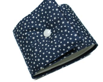 Length checkbook holder in navy and white fabric