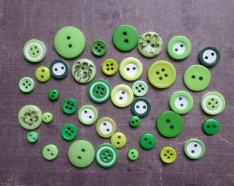 100 buttons round size pattern colour mix shade Green