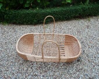 Wicker baby bassinet/cradle