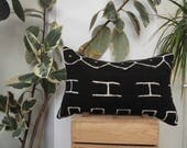 Vintage Black Mud Cloth Pillow with arrows, Jungalow Style, African Mud Cloth, Bogolan