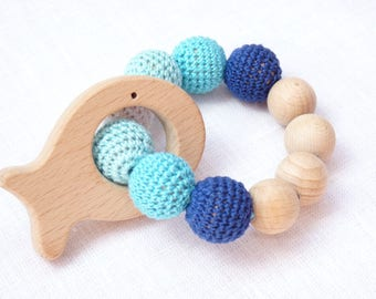 Blue teething bracelet / Blue fish teether / Wooden teether / Nibble toy / Amigurumi toy / Infant teething toy / Nursuring teether