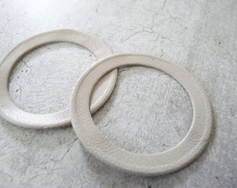 2 rings thin beige ecru leather, 4,2 cm diameter