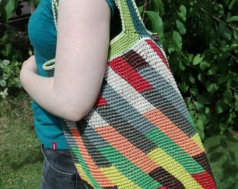 "Sports or shopping bag in harmonious, ""woody"" colors. Very stable crochet"