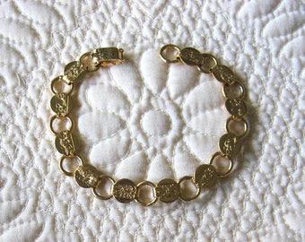 Lovely, Vintage Sarah Coventry Gold Tone Metal Bracelet