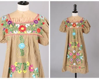 Pretty Vintage 1970s 70s Mexican Hand Embroidered Folk Boho Summer Dress
