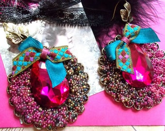 round earrings of brass and Crystal Fuchsia