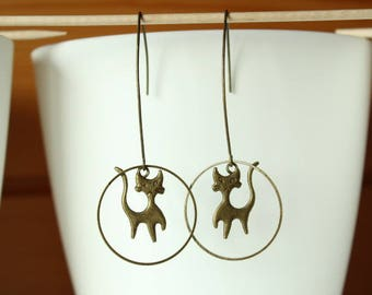 Elegant bronze earring and cat