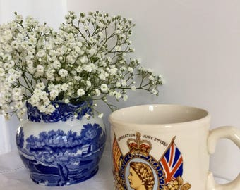 Coronation mug 1953 of Queen Elizabeth. Commemorative ware.