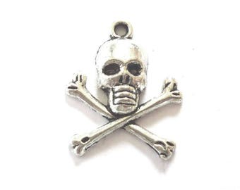 Silver Tone Metal Pirate Skull and Crossbones Charms or Pendants - Pack of Four - H659